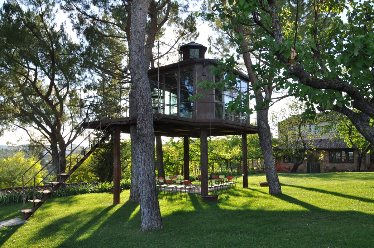 A romantic weekend in a tree house with tasting at the winery Antinori Andante Tuscany
